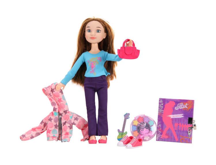 Кукла с одеждой и косметикой